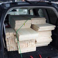Holz für die Verkaufsregale ist zugeschnitten